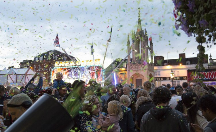 Crowds take to the streets at Devises annual confetti battle