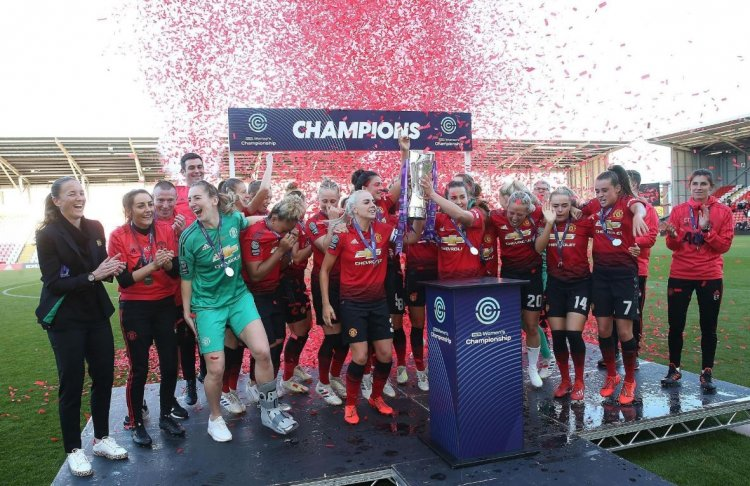 Stadium Confetti Blasters Mark The Moment Manchester United Raise The Championship Trophy